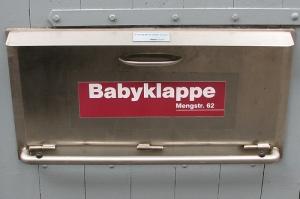 Foto einer Babyklappe in der Mengstraße 62 Lübeck