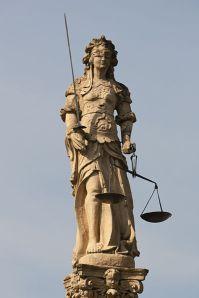 Justitia - Gerechtigkeitsbrunnen - © Roland Zumbuehl