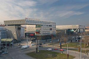 Aussenansicht des Wiener Westbahnhofes bei klarem Wetter
