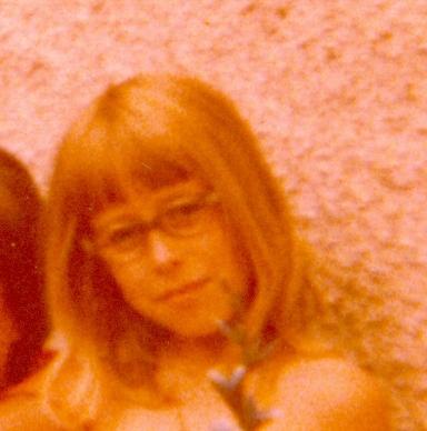 Liane Scholls Kinderfoto - der Zahn der Zeit hat sich am Material bereits zu schaffen gemacht