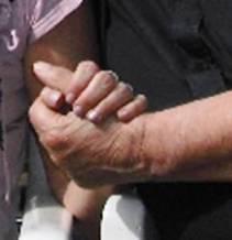 Ariane R. Anderson fühlt sich noch nicht 100 prozentig sicher, dass er wirklich ihr leiblicher Vater ist.