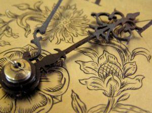 Antiques Ziffernblatt einer Wanduhr
