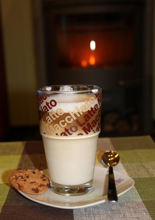 Café Latte Macchiato mit Keks