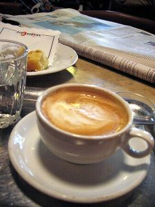 Wiener Melange in einem Café
