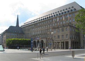 Rathaus von Bochum - Gleich um die Ecke ist der Eingang vom Bochumer Jugendamt