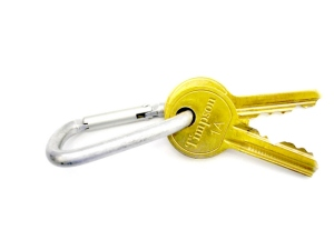 Schlüselbund mit zwei goldenen Schlüsseln