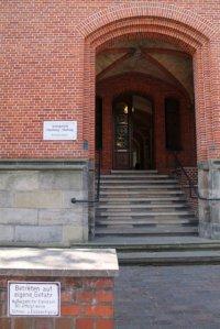 Aufnahme vom Eingang des Amtsgerichtes Hamburg - Harburg
